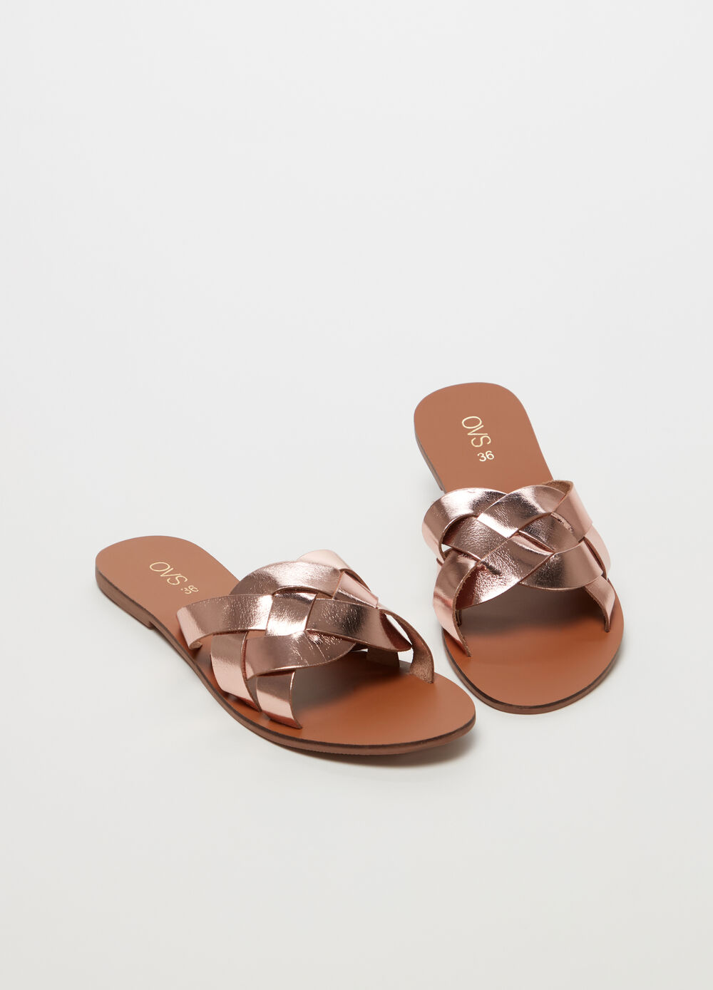 Sandals with shiny braided strap