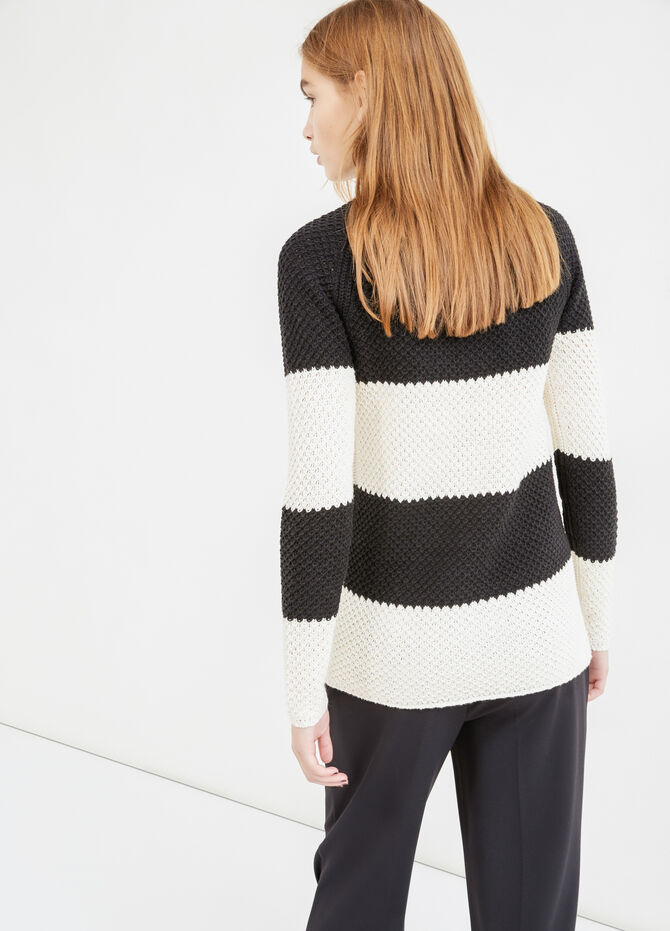 Pullover with striped pattern and zip on back
