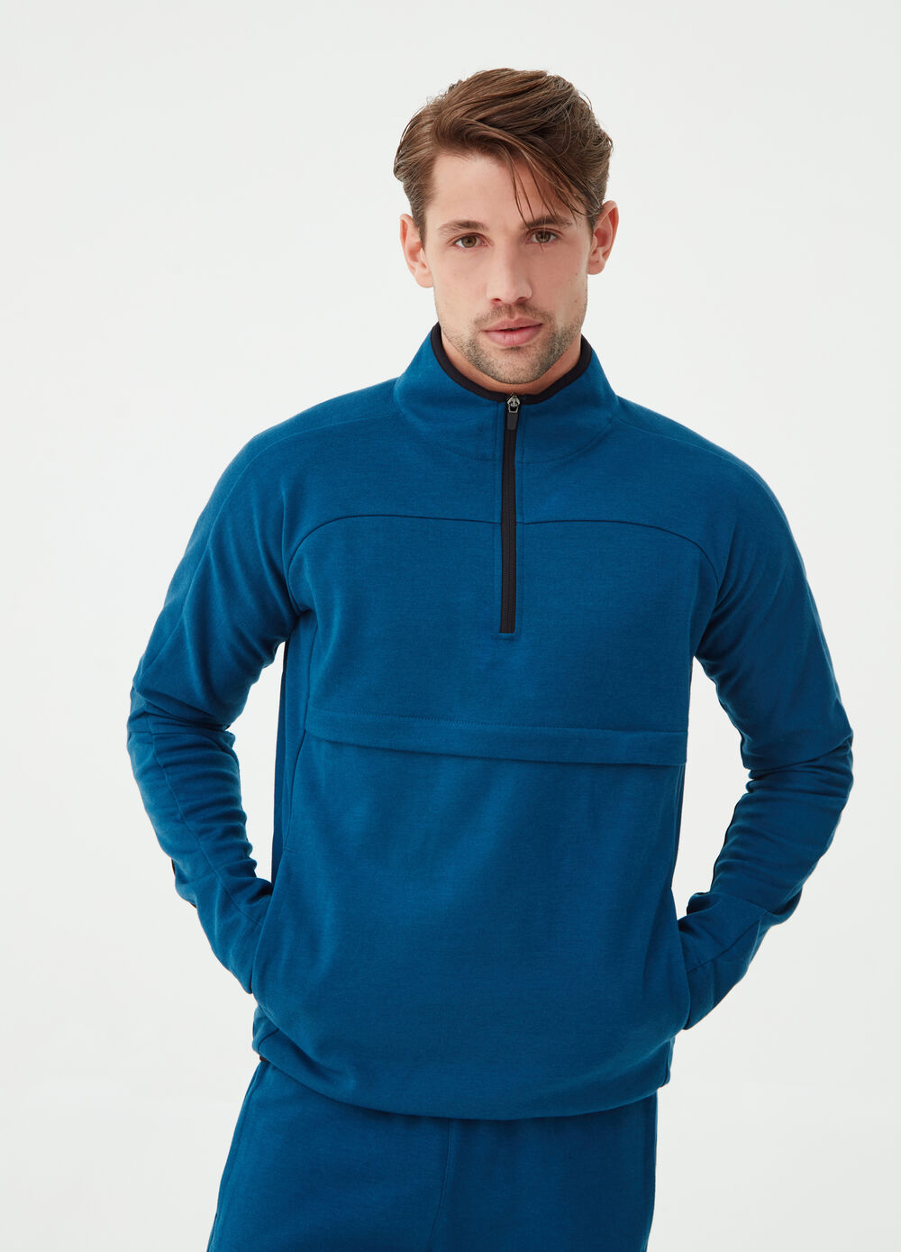 Gym sweatshirt with high neck and zip