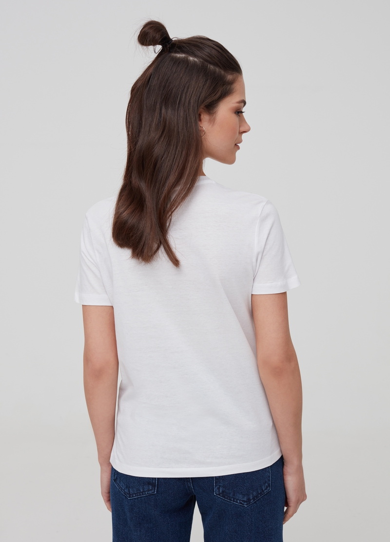 100% cotton T-shirt with printed lettering image number null