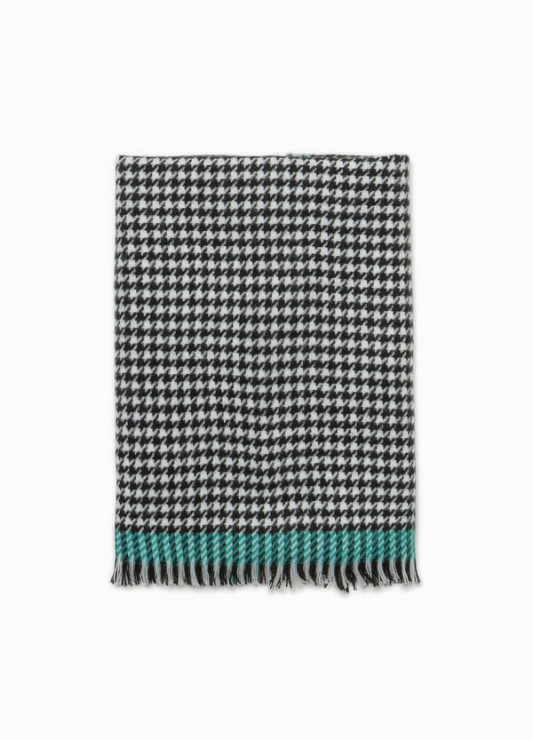 Hounds' tooth scarf with fringed trim