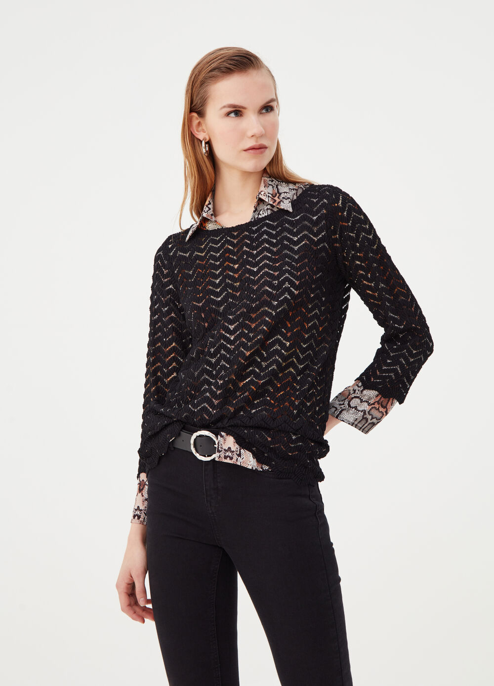 Openwork top with boat neck