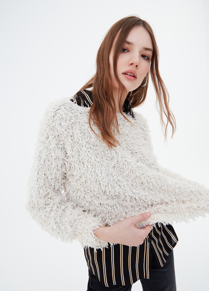 Solid colour fur-effect pullover image number null