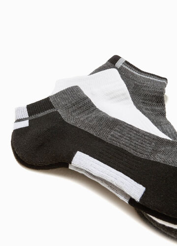 Three-pair pack solid colour and two-tone socks