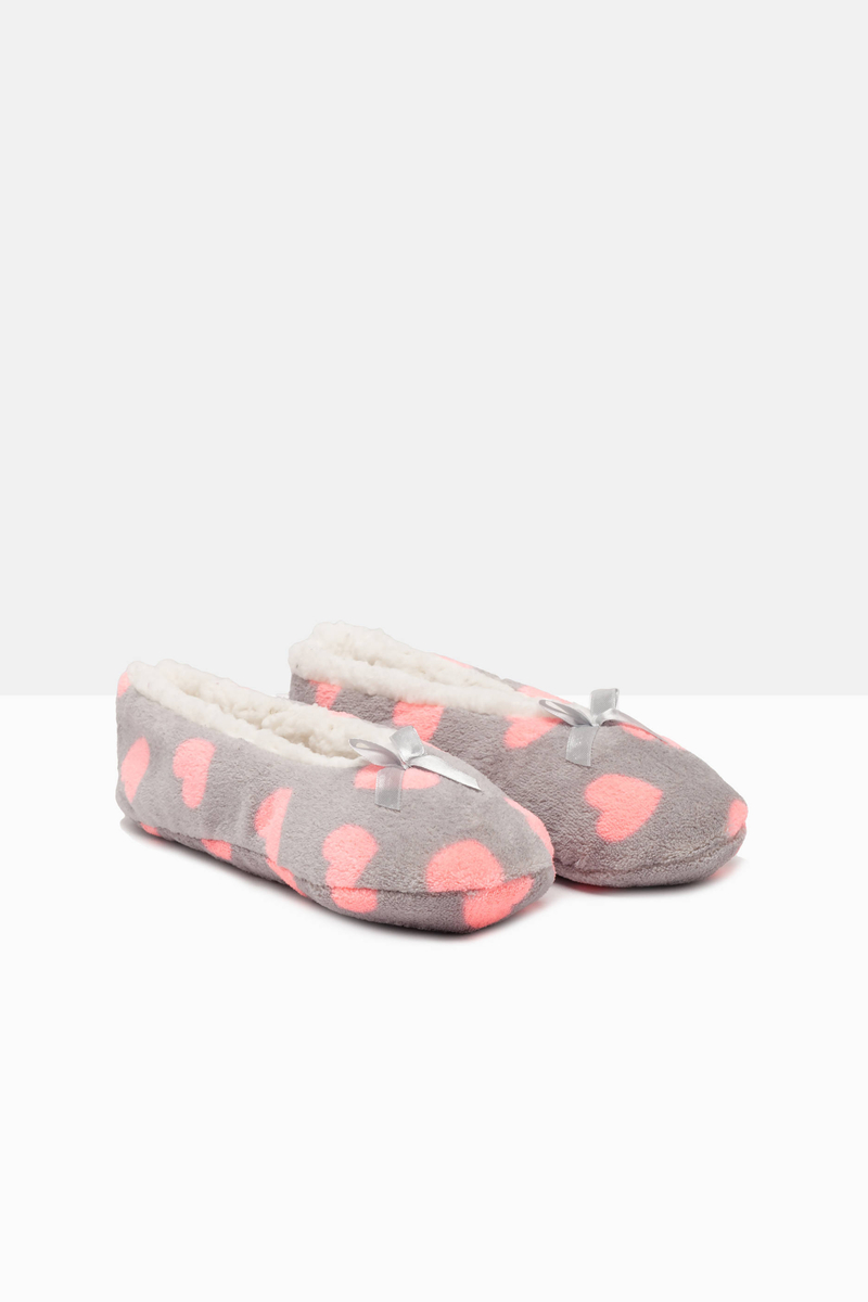 Heart print slippers image number null