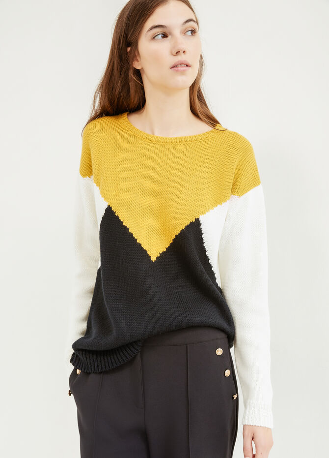 Patterned pullover with boat neck