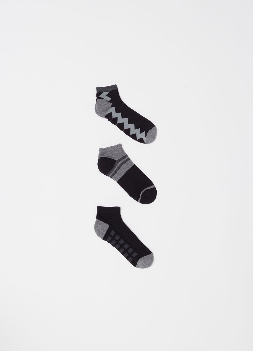 Three-pack sports ankle socks with pattern