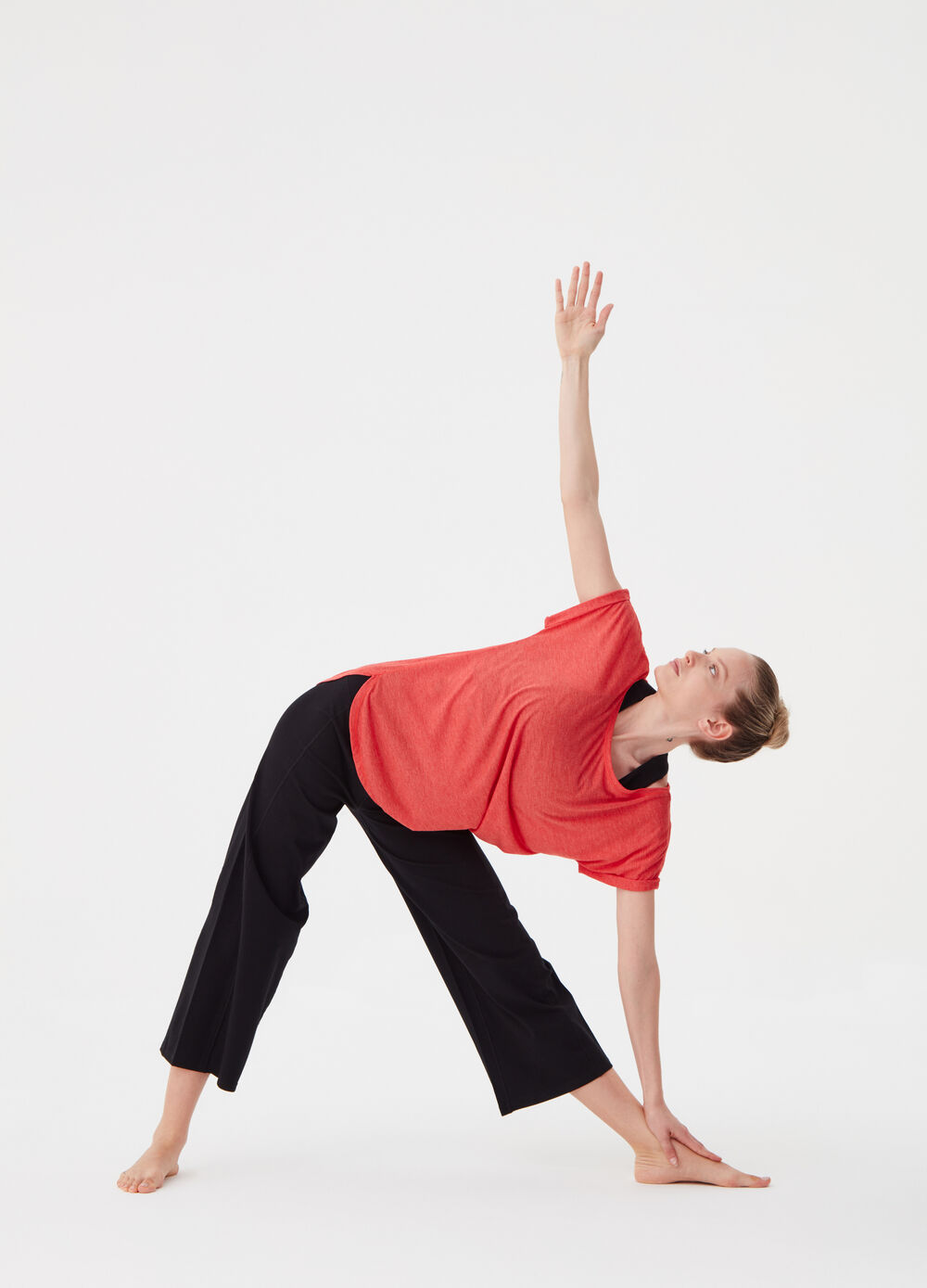 T-shirt with sleeves with turn-ups and splits