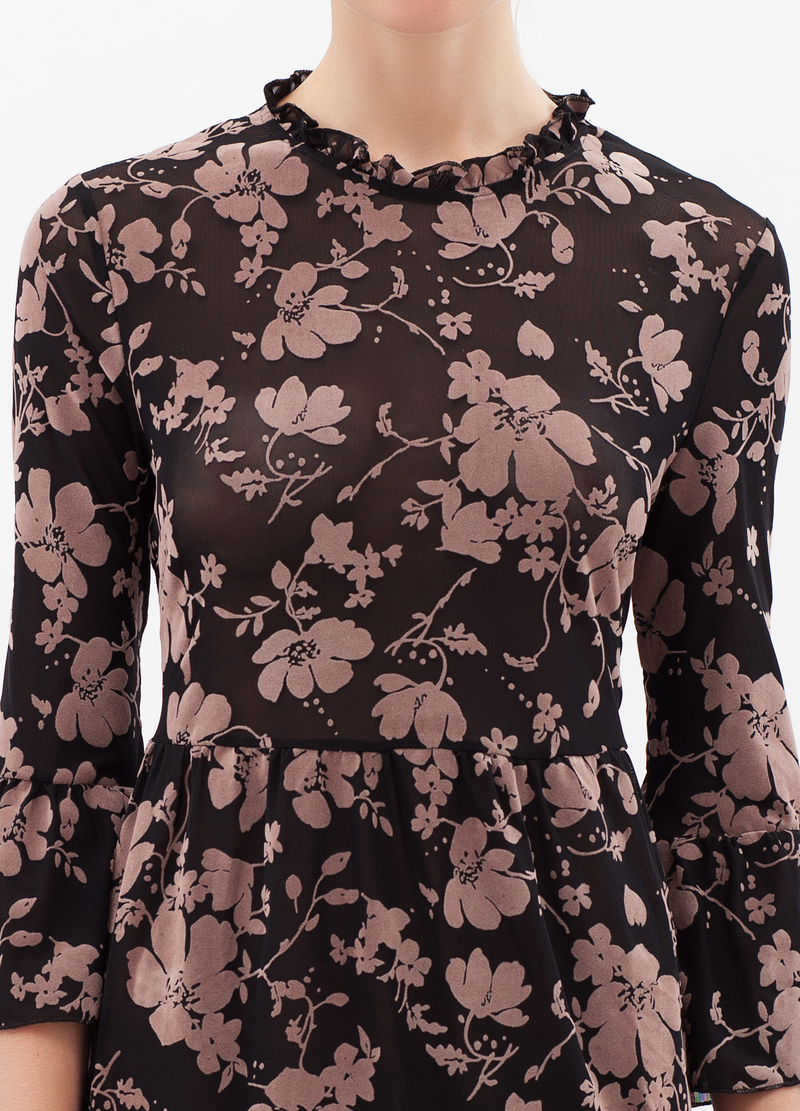 Three-quarter sleeves with floral print. image number null