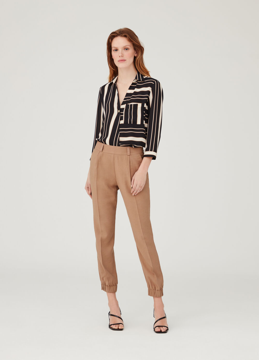 Solid colour crop trousers with darts