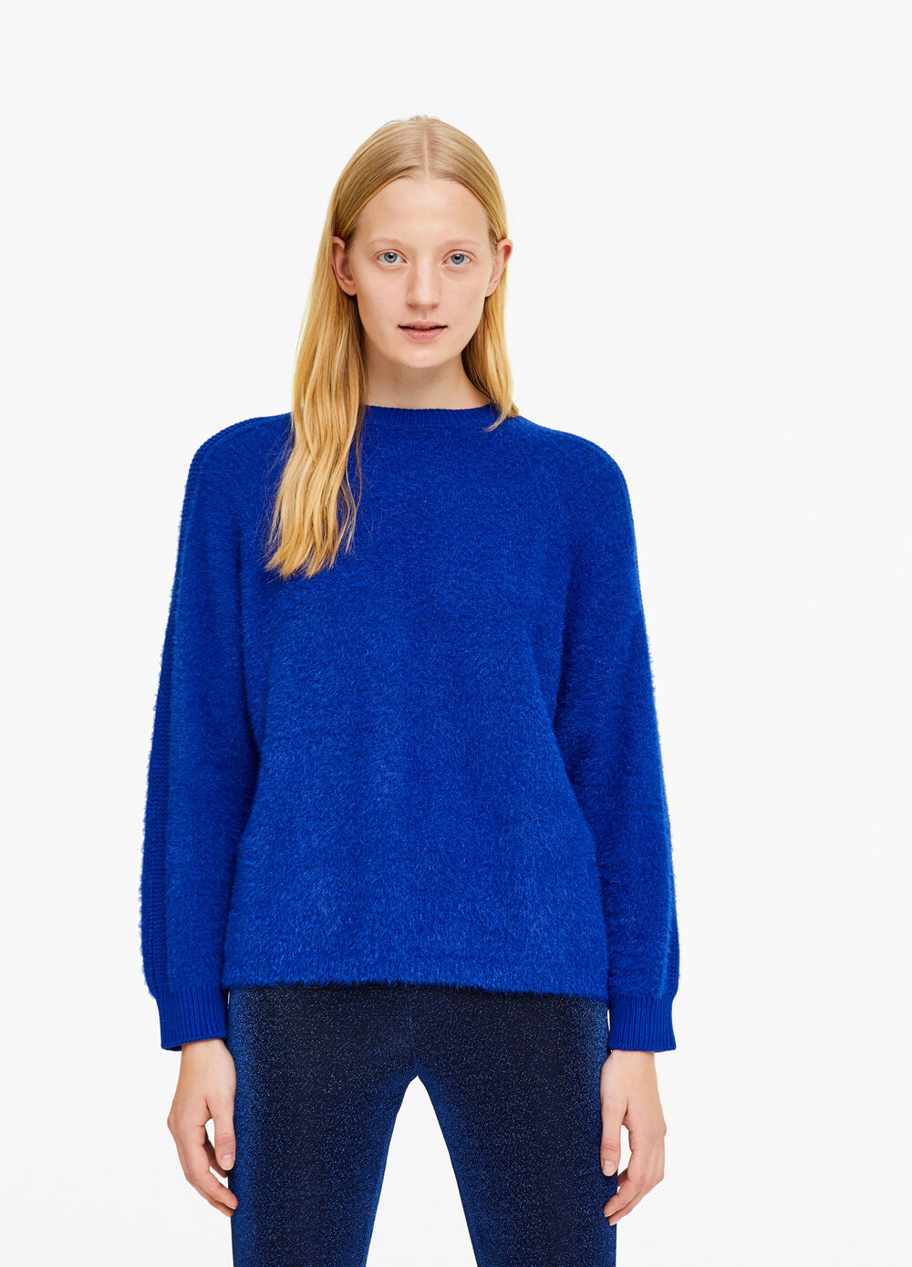 Solid colour pullover with braided weave