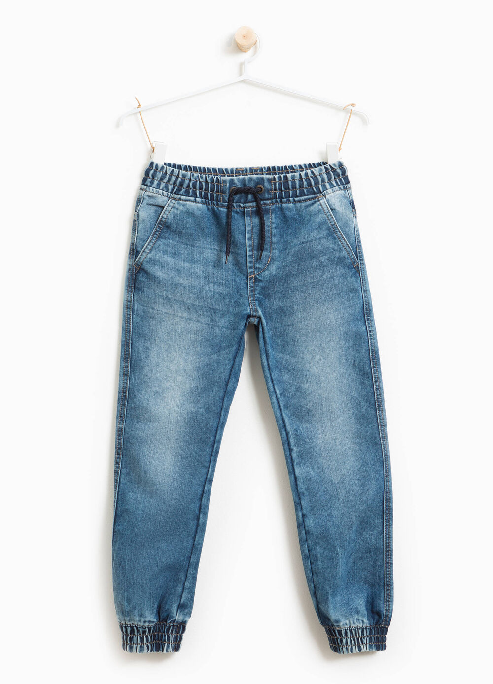 Jeans effetto used con coulisse