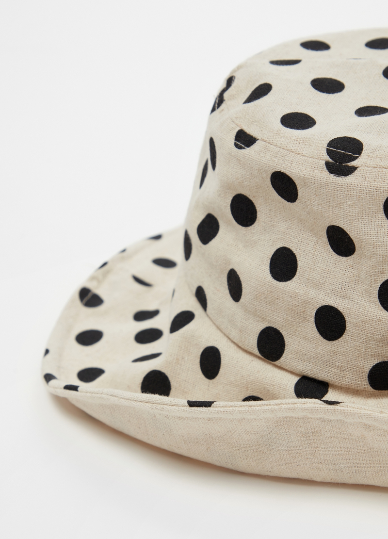 Mouldable polka dot hat image number null