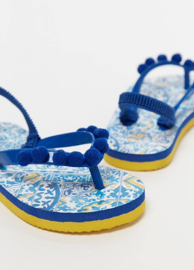 Thong sandals with pompoms and pattern