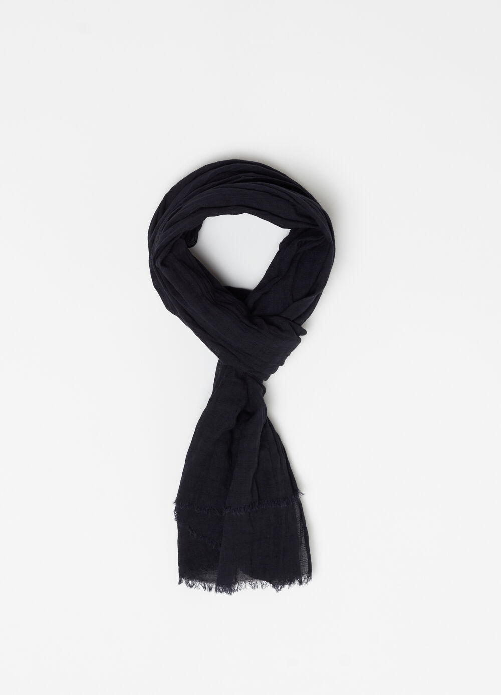 Solid colour scarf with fringed hem