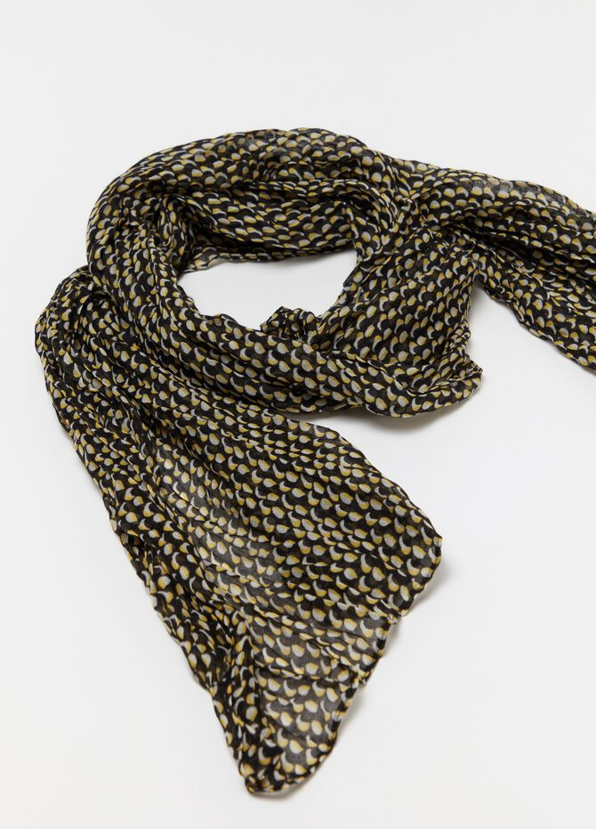 Scarf with micro geometric pattern