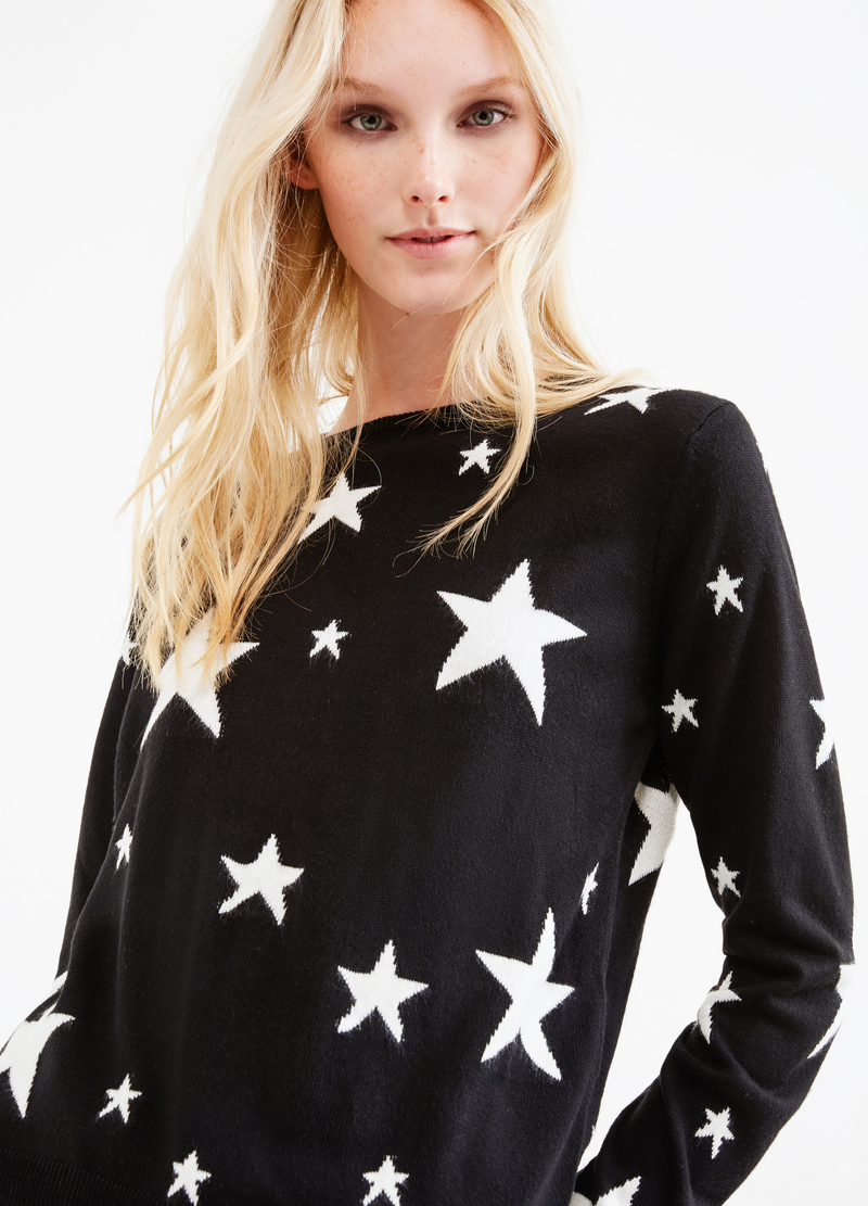 Knitted pullover with star pattern image number null