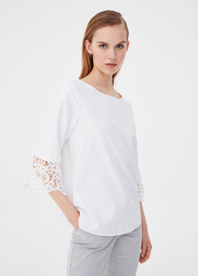 Blouse with kimono sleeves and lace