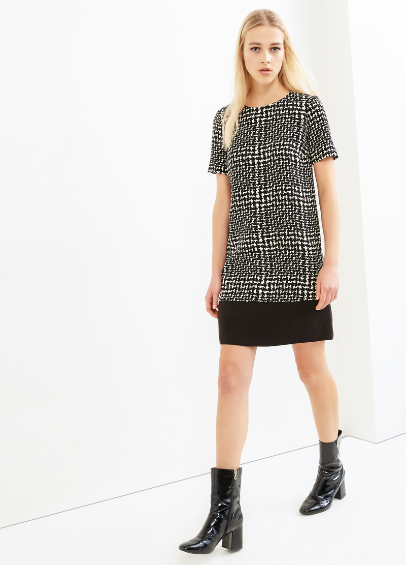 Patterned stretch dress with short sleeves image number null