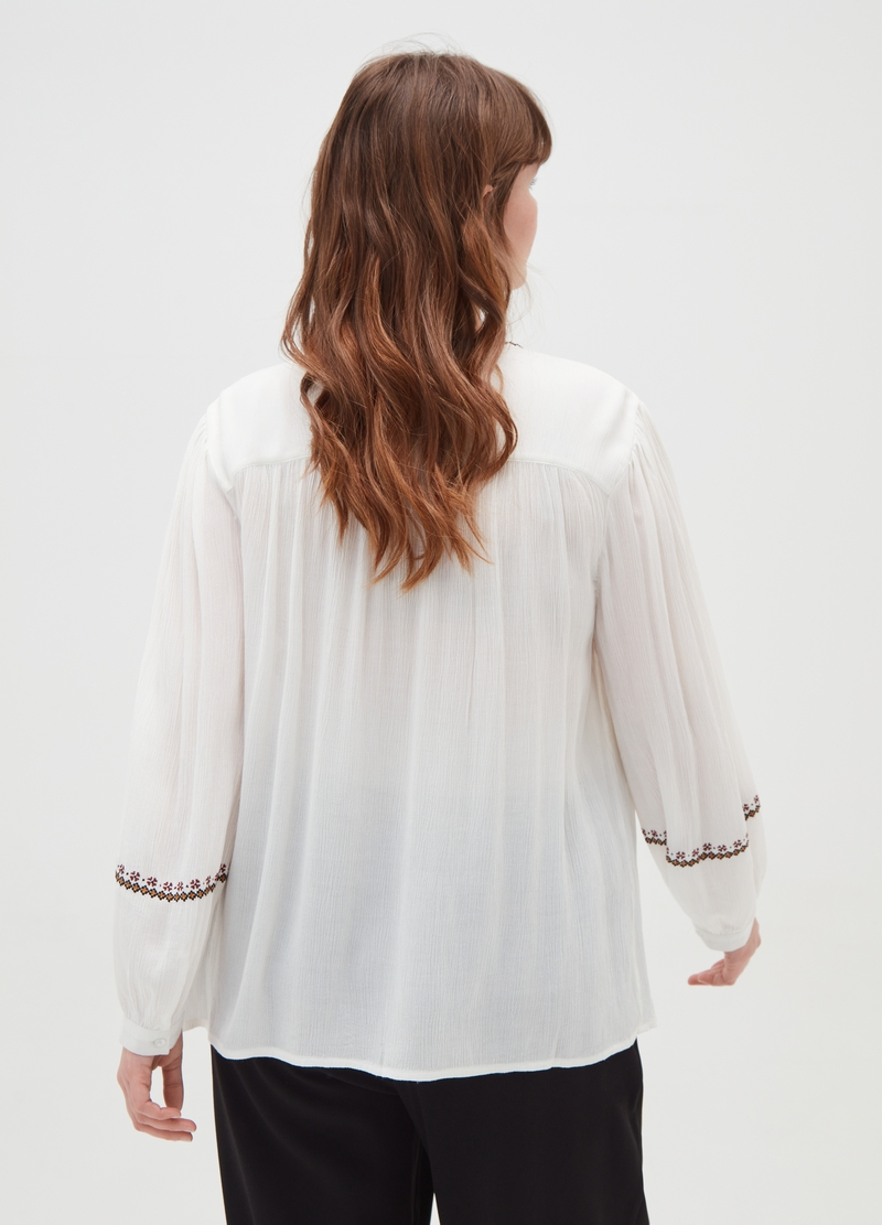 Curvy blouse with ethnic print image number null