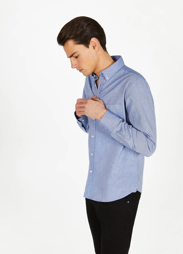 Casual cotton shirt with button down collar