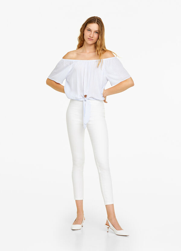 Shirt with drop shoulders and knot