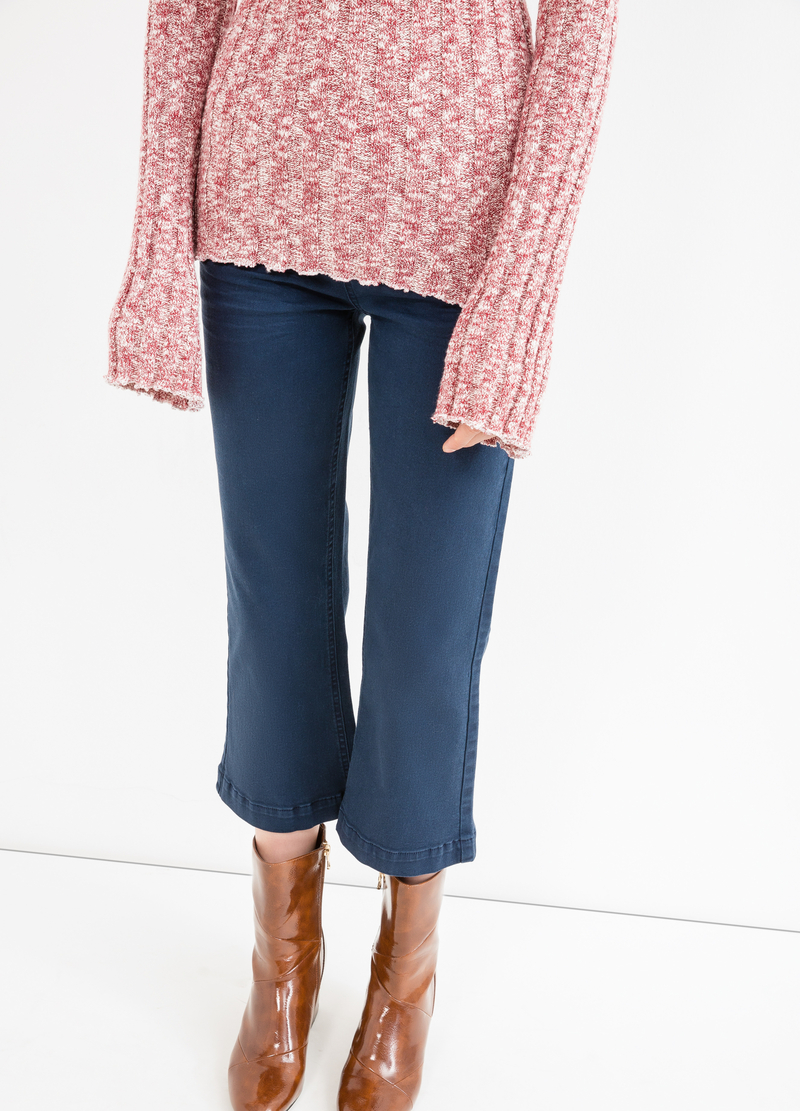 Stretch crop trousers with flared leg image number null