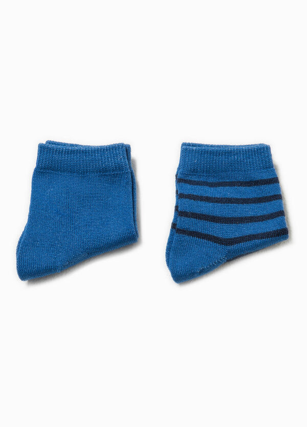 Two-pair pack striped and solid colour socks | OVS
