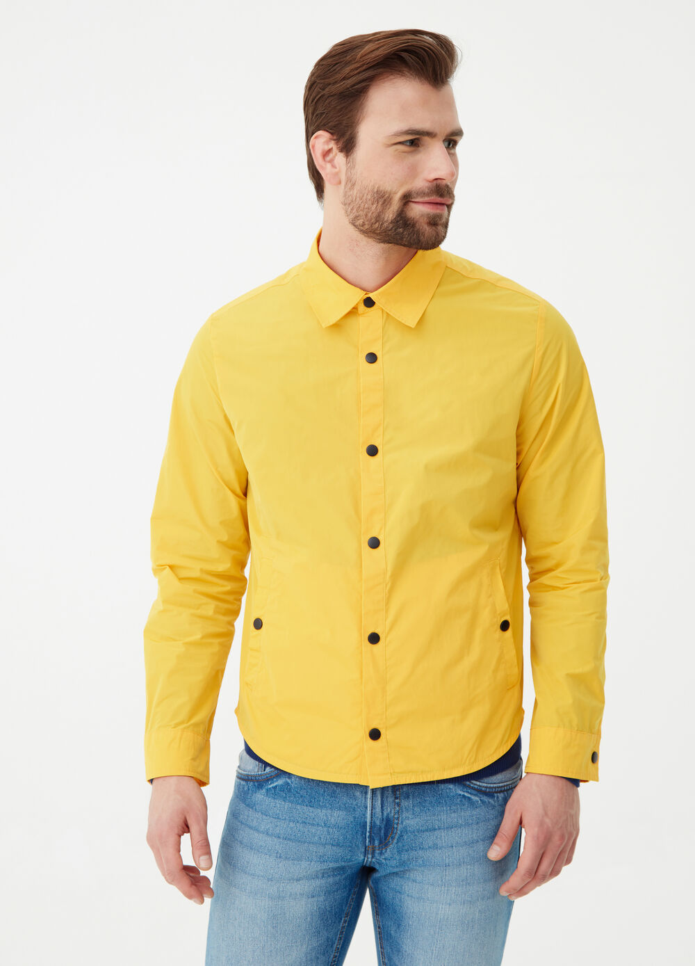 Solid colour jacket with snap buttons