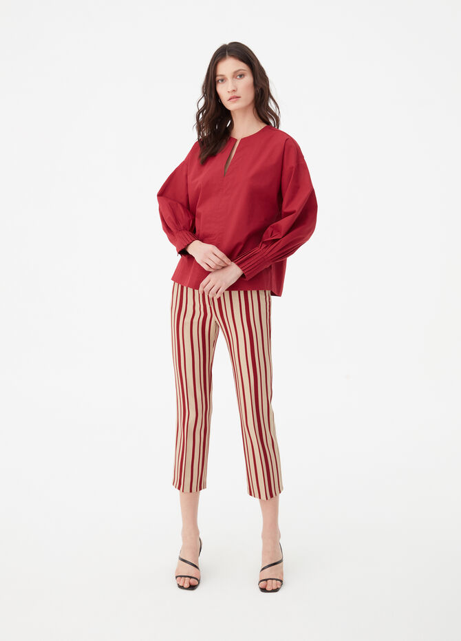 Poplin blouse with puff sleeves.