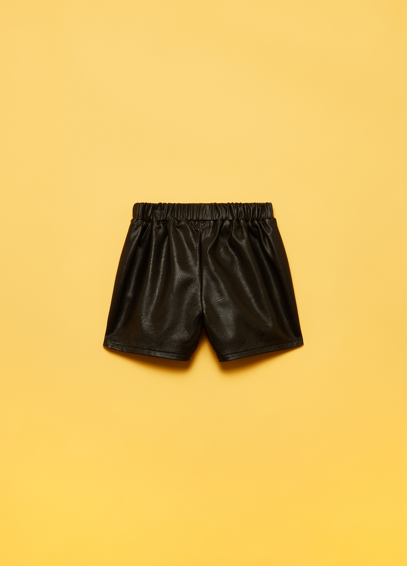Shorts in eco pelle con tasche image number null