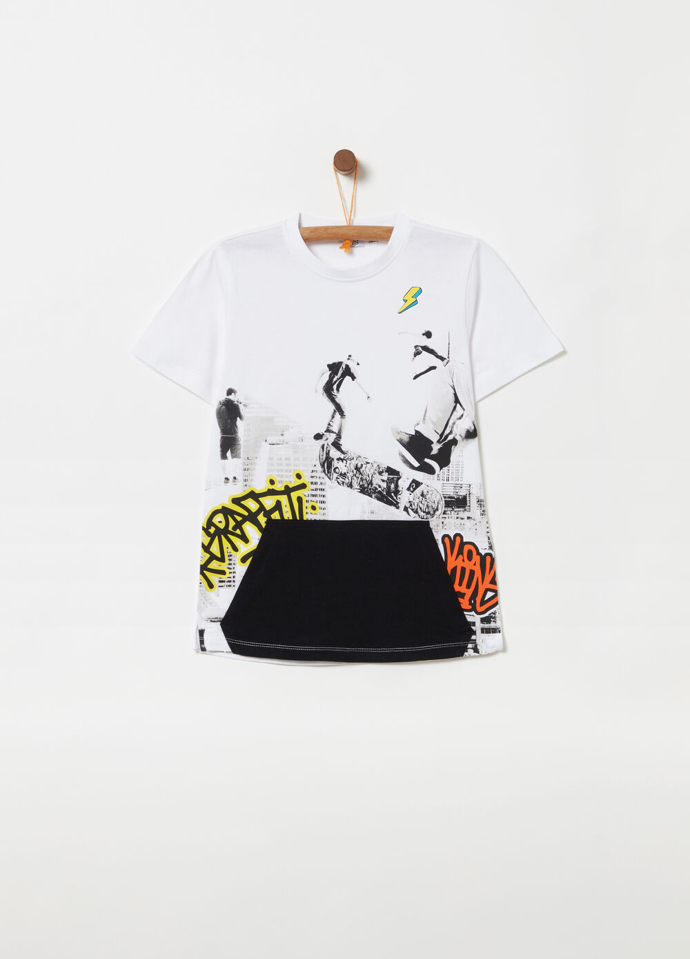 T-shirt with patch pocket and print