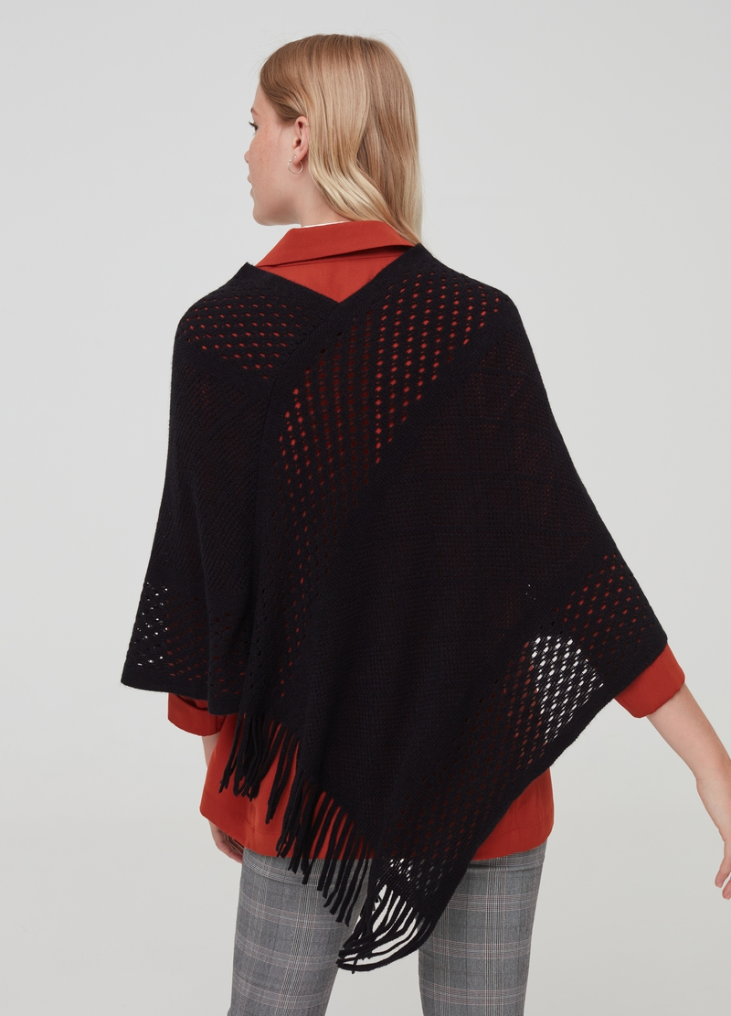 Openwork poncho with fringes image number null