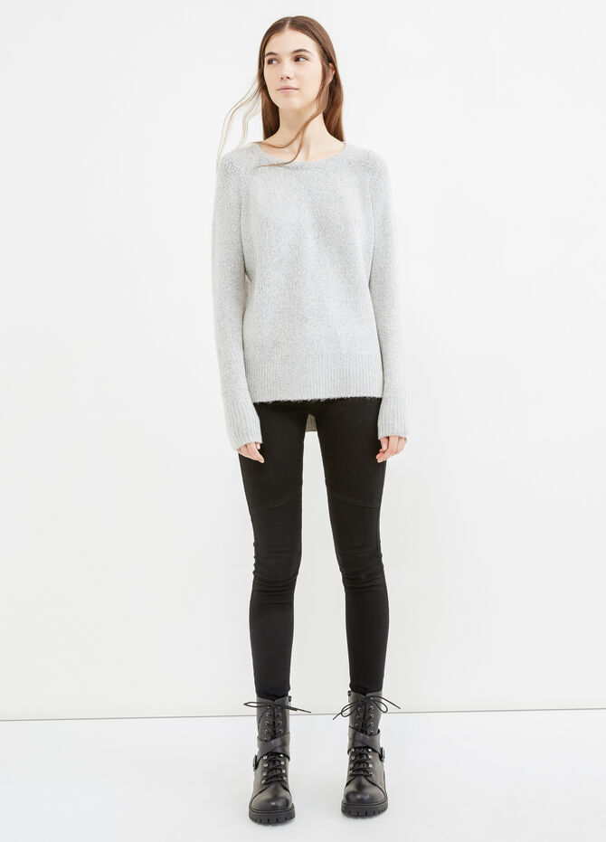 Solid colour stretch pullover with slits