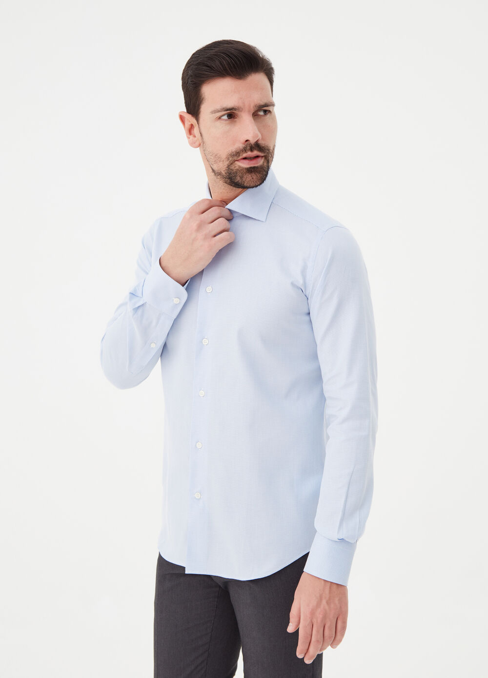 Compact-weave 100% cotton slim-fit shirt