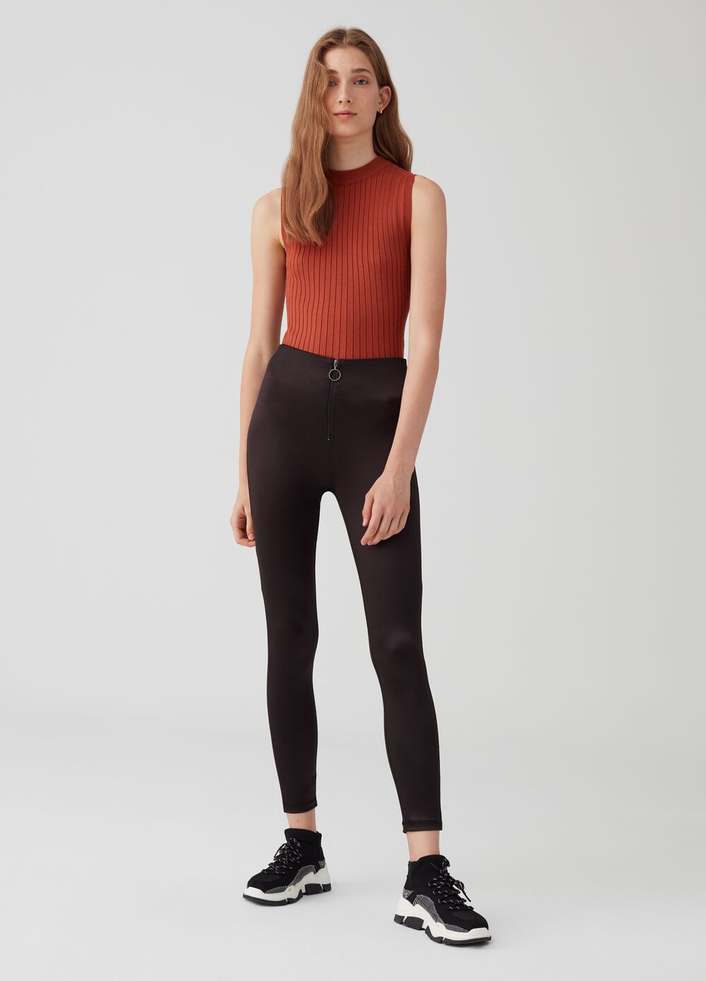 Stretch trousers with zip fastening