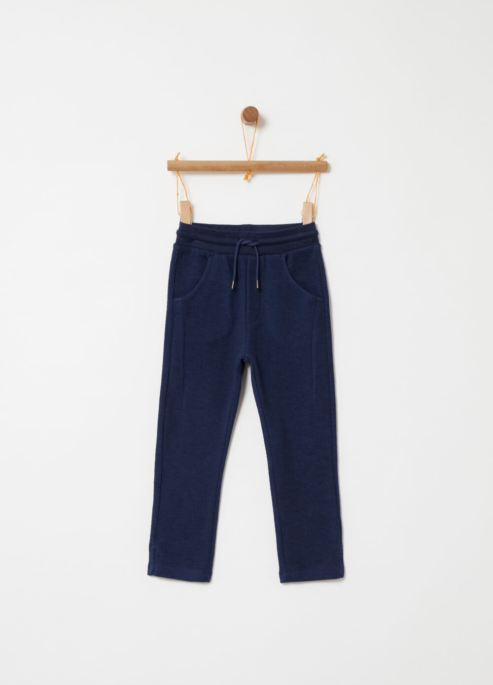 Yarn-dyed trousers with functional pockets