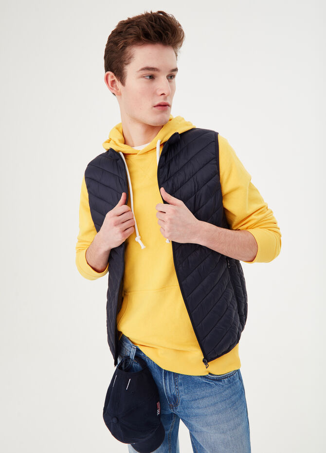Quilted gilet with solid colour high collar