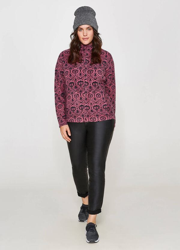 Curvy patterned sweatshirt with high neck