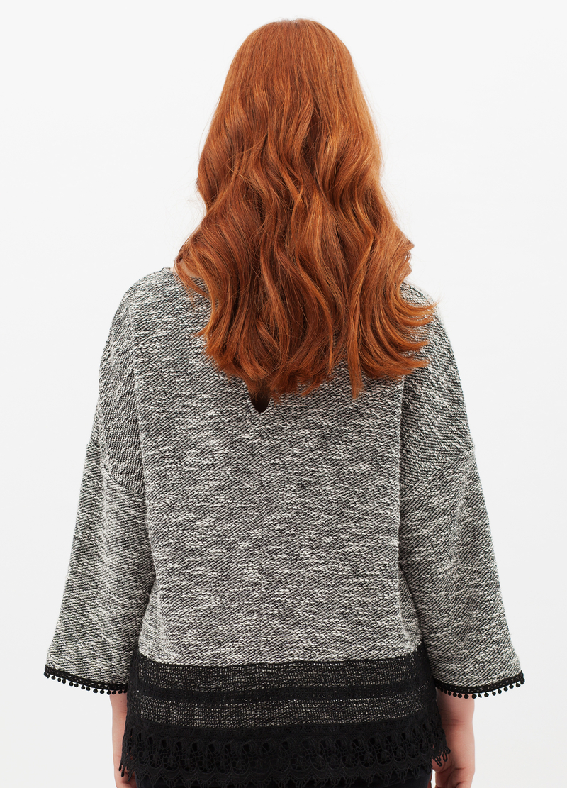 Curvyglam pullover with lace image number null