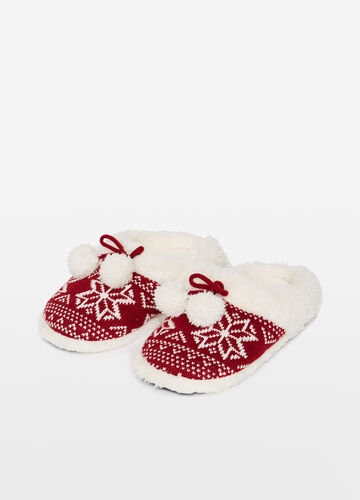 Slippers with pompoms and Christmas pattern