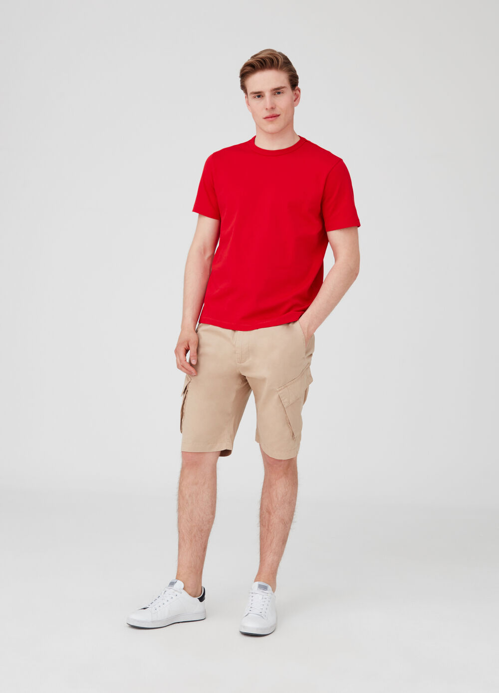 Solid colour cotton shorts with pockets