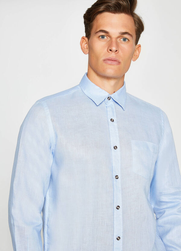 Casual shirt with bluff collar