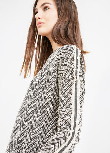 Jacquard sweatshirt with geometric pattern
