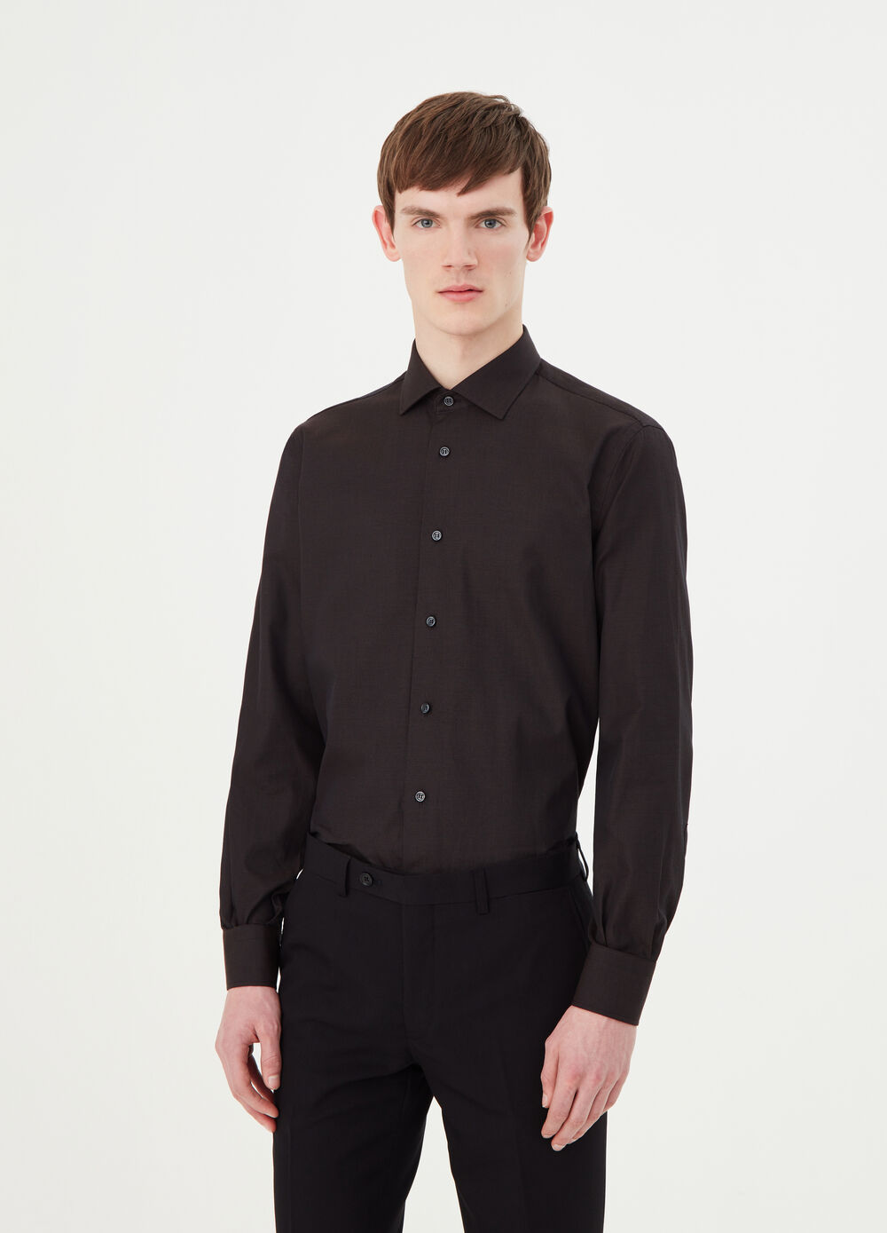 Regular-fit shirt with semi cut-away collar