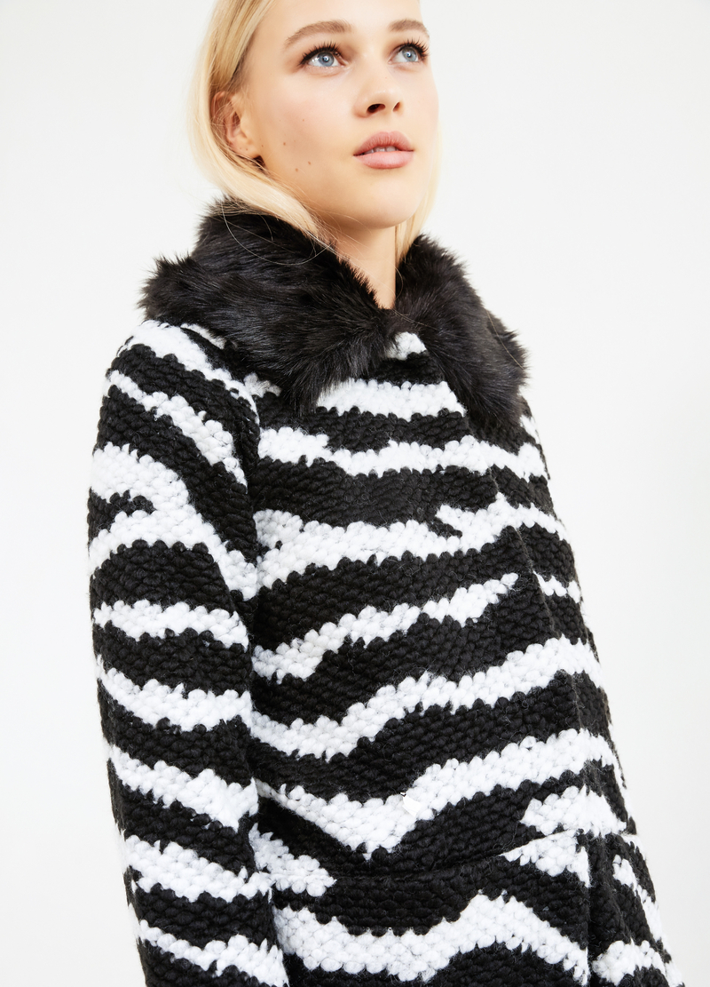 Knitted cardigan with fur image number null