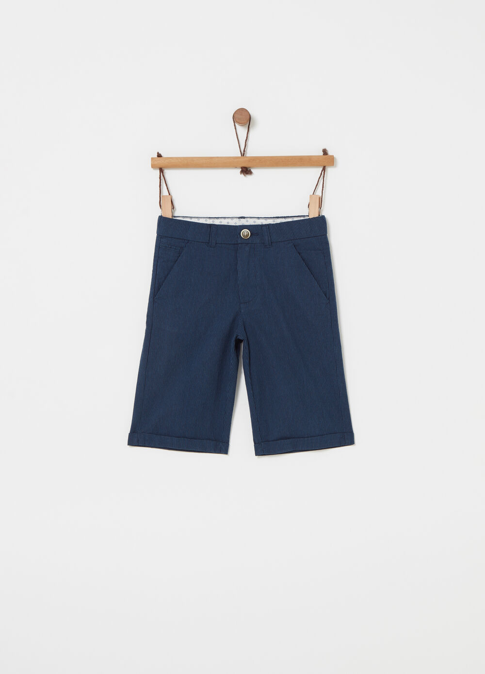 Smart-model shorts with striped pockets