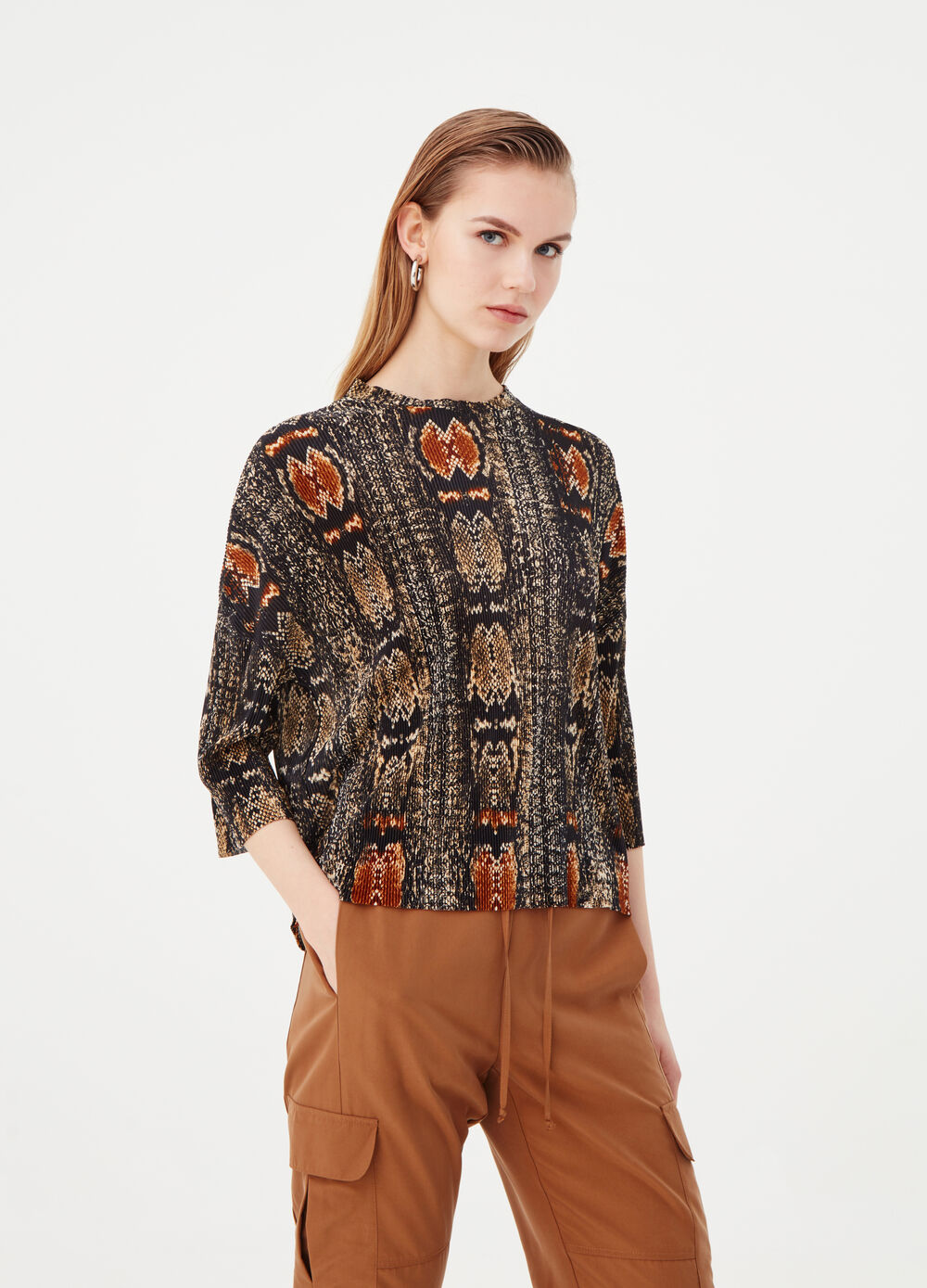 T-shirt with long sleeves and pattern