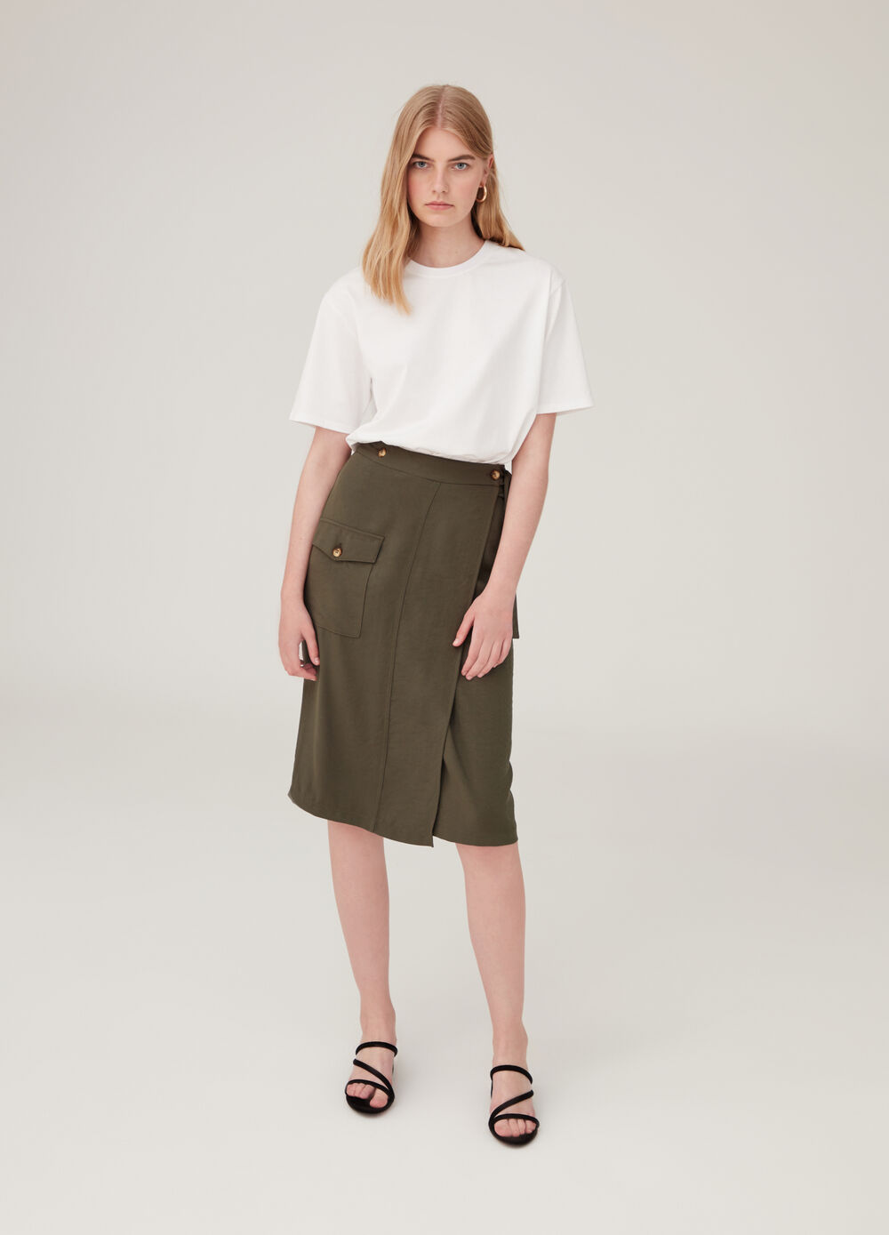 Solid colour wraparound skirt with pockets