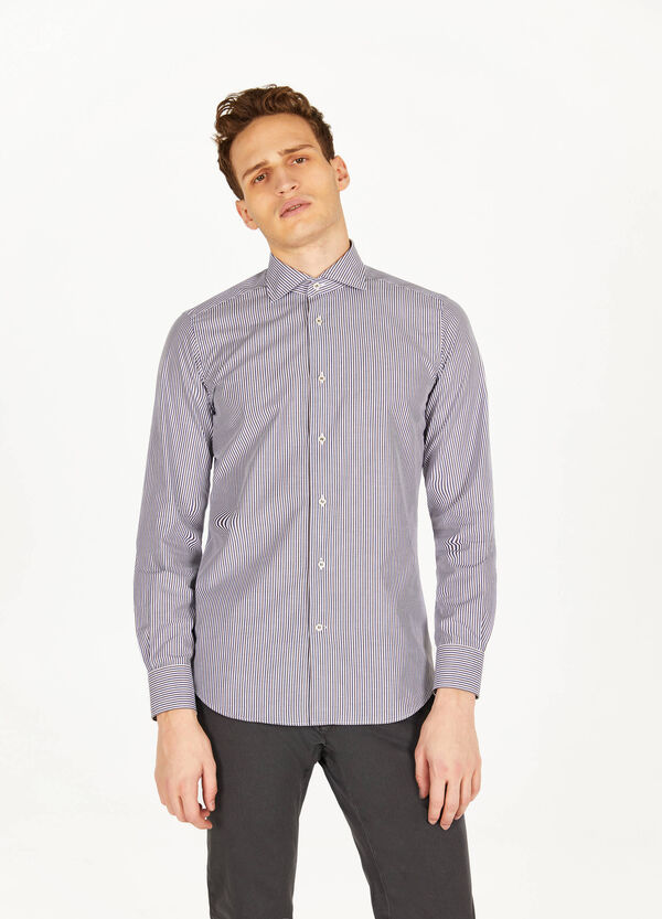 Slim-fit formal shirt with striped pattern